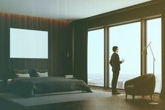 黑暗的木卧室角落,被定调子的海报 免版税库存图片