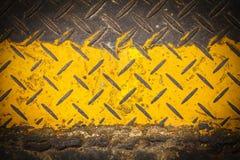 黑暗的楼层油漆模式牌照钢黄色 免版税图库摄影