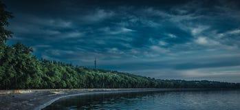 黑暗的沿海岸区 免版税库存图片