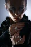 黑暗的礼服女性纵向吸血鬼年轻人 库存照片