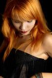 黑暗的纵向红头发人 免版税图库摄影