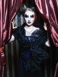 黑暗的美丽的哥特式公主。 免版税图库摄影