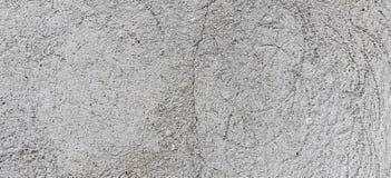黑暗的膏药墙壁有肮脏的破裂的被抓的背景 老破裂的被风化的破旧的减速火箭的葡萄酒brickwall与 库存照片