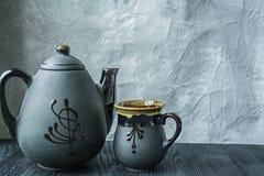 黑暗的茶具 亚洲样式 r 免版税库存照片