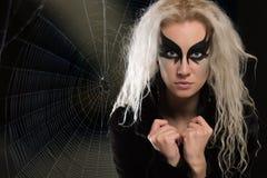 黑暗的蜘蛛网背景的妇女  库存图片