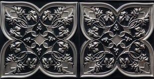 黑暗的银惊人的详细的特写镜头视图,金属颜色内部天花板铺磁砖豪华背景 库存照片