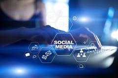 黑板企业白垩黑板画媒体网络网络连接人照片社交的概念连接数 数字式营销和广告概念 库存例证