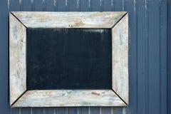 黑板木葡萄酒的墙壁 库存照片