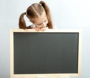 黑板清楚的女孩 免版税库存照片
