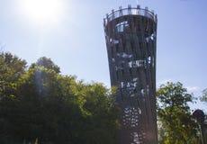 黑梅尔, Sauerland,北部莱茵河西华里亚,德国- 2013年8月16日:偶象德国人Landesgartenschau塔JÃ ¼ bergturm 免版税库存照片