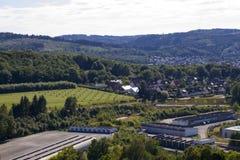 黑梅尔, Sauerland,北部莱茵河西华里亚,德国- 2013年8月16日:在夏天期间,在黑梅尔市的全景 库存图片