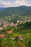 黑森林典型的村庄 库存照片