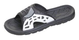 黑橡胶男性海滩运动鞋旁边上部看法  免版税库存图片