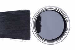 黑油漆顶视图能与油漆刷 库存照片