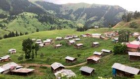 黑海地区高地的一个小村庄与阿尔特温,土耳其的传统木家的 影视素材