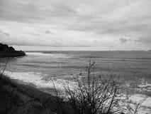 黑海海岸的看法在一个冷的冬天早晨 Gelendzhik,俄罗斯 库存照片