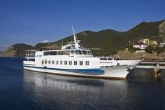 黑海船白色 免版税图库摄影