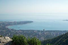 黑海Gelendzhik的海湾海岸的看法 免版税库存照片