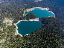 黑湖鸟瞰图在黑山 库存图片