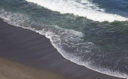 黑火山的海滩 库存照片