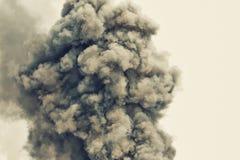 黑火药爆炸 色的云彩 黑尘土爆炸 免版税库存图片