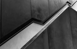 黑现代设计样式台阶扶手栏杆 免版税库存图片