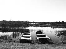 黑白两条的小船 库存图片