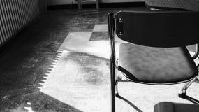 黑白书桌椅子 免版税图库摄影