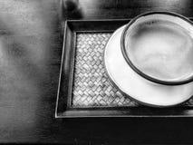 黑白咖啡杯泰国古色古香的样式 免版税库存图片