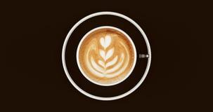 黑白咖啡杯热奶咖啡 库存图片