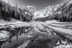 黑白梦想湖的春天 免版税库存图片