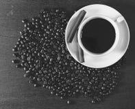 黑白的咖啡杯 免版税图库摄影