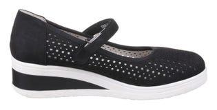 黑白穿孔的妇女绒面革鞋子侧视图  免版税库存图片