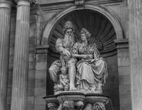黑白阿尔贝蒂娜的雕象 库存照片
