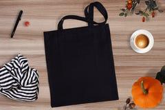 黑空白的棉花eco大手提袋,设计大模型 免版税图库摄影