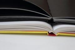 黑笔记本是开放的 免版税库存照片