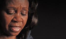 黑色关心的妇女 免版税库存照片