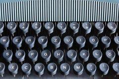 黑色关键董事会老来回样式打字机 免版税图库摄影