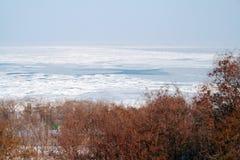 黑色冻结的海运视图 免版税库存照片
