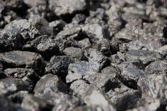 黑色向类似于扔石头煤炭 库存照片