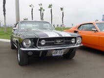 黑色和银在利马上色了Ford Mustang V289 库存照片