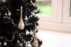 黑色圣诞树 免版税库存照片