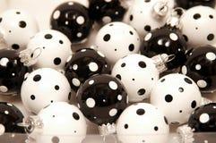 黑色圣诞节装饰品白色 图库摄影