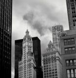 黑色大厦白色 免版税库存照片