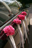 黑色大型高级轿车婚礼 免版税库存照片