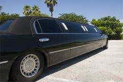 黑色大型高级轿车舒展 库存图片
