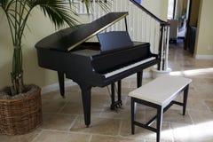 黑色大平台钢琴 免版税库存图片