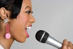 黑色女孩唱歌 免版税库存图片