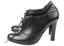 黑色女性鞋子 免版税图库摄影