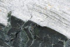 黑色岩石白色 库存照片